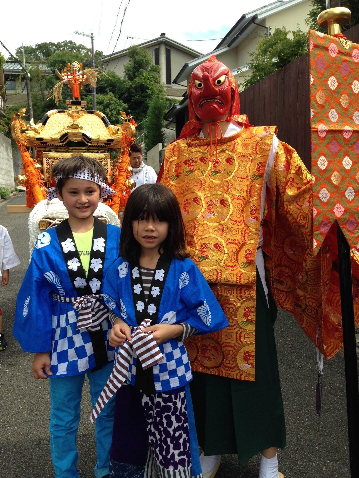 子供みこし リセ・フランセ・ド・京都の子供たちが子供みこしを担いました